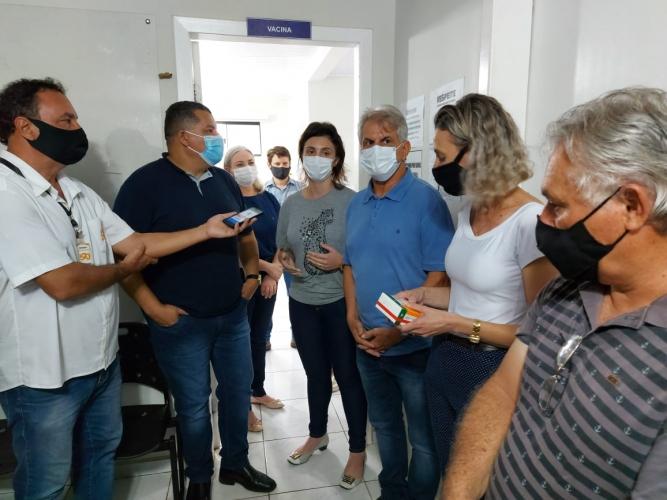 Vereadores acompanham início da vacinação contra a Covid-19 em Palotina